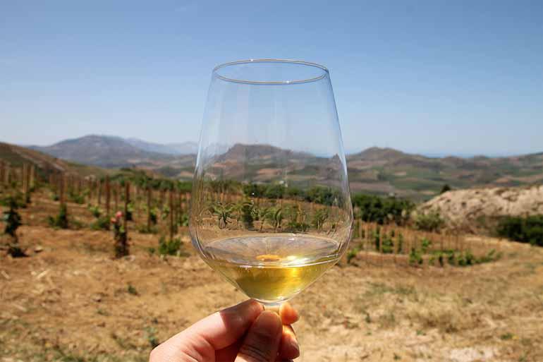 Travellers Insight Reiseblog Palermo Weinglas