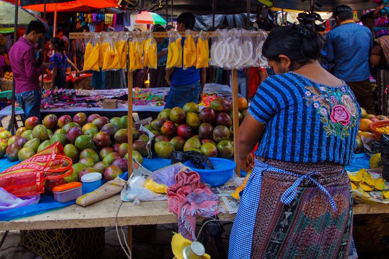 Travellers-Insight-Reiseblog-Guatemala-Rundreise-Markt-Santiago-de-Atitlan