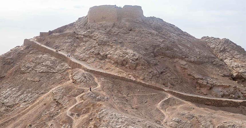 Travellers Insight Reiseblog Iran Eisenbahn zoroastrischer Schweigeturm
