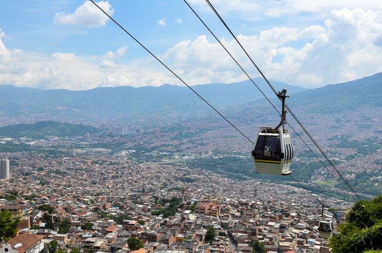 Travellers Insight Reiseblog Kolumbien Sehenswürdigkeiten Gondeln Medellin