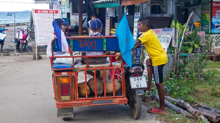 Travellers Insight Reiseblog Koh Mook Motorradtaxi