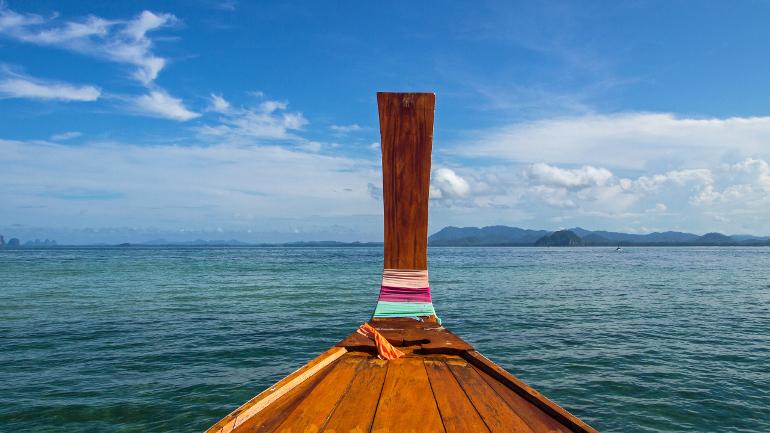 Travellers Insight Reiseblog Koh Mook Longtailboot