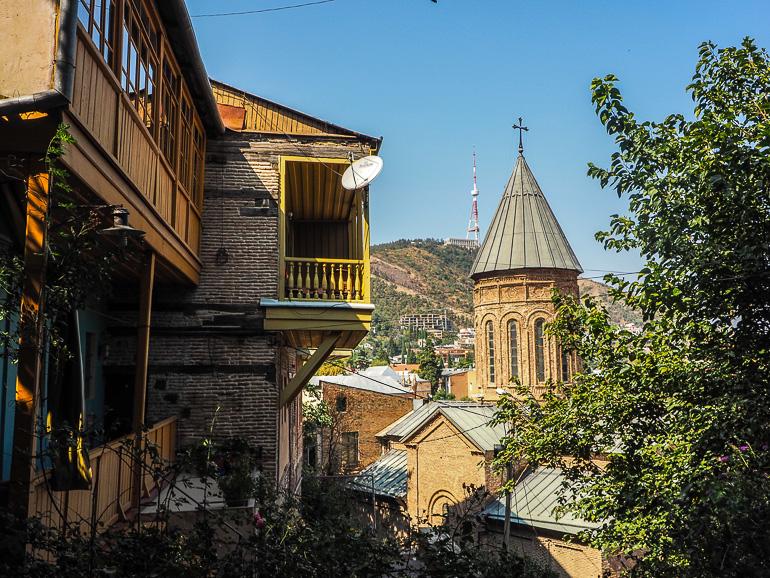 Travellers Insight Reiseblog Tbilissi Unteres Kala Balkon Häuser