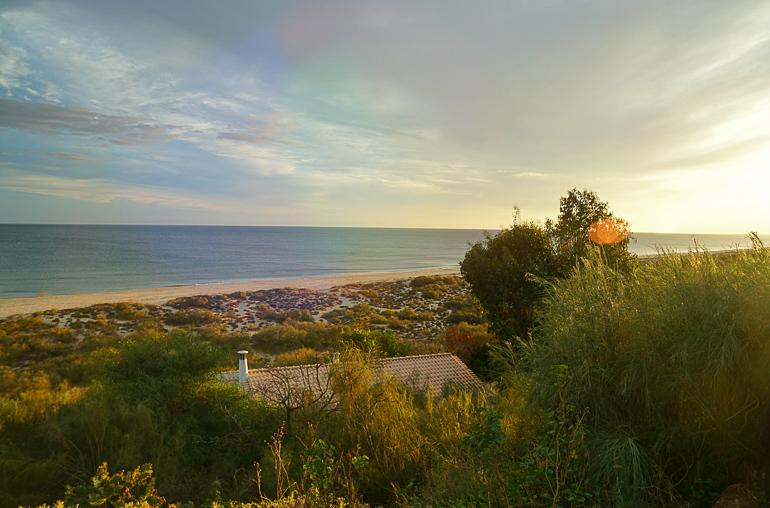 Travellers Insight Reiseblog Portugals Algarve menschenleerer Strand