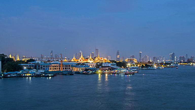 Travellers Insight Reiseblog Bangkok Geheimtipps beleuchteter Königspalast