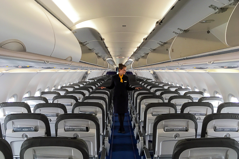 Travellers Insight Reiseblog Tipps fürs Fliegen Flugzeug Innenraum